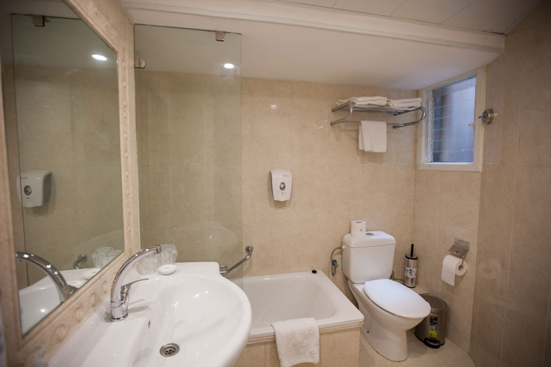 Room toilets with bathtub